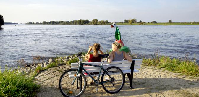 Personen am Wasser Hitzacker ©MRH
